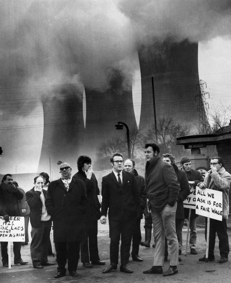 picketing at the entrance to Agecroft power station 1972