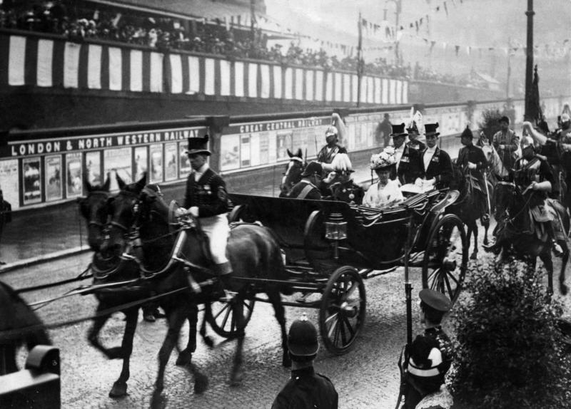 A visit to Manchester by King George V and Queen Mary