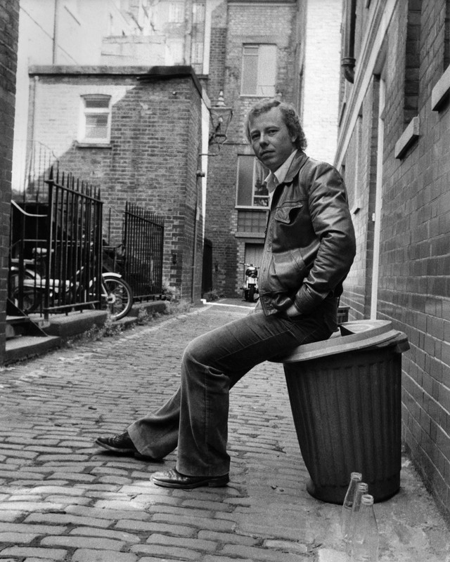 Peter Skellern in a backyard alleyway