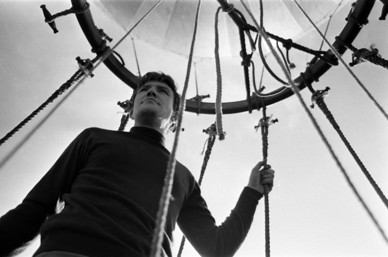 "Actor Albert Finney goes for a balloon ride while making the film ""Charlie Bubbles"