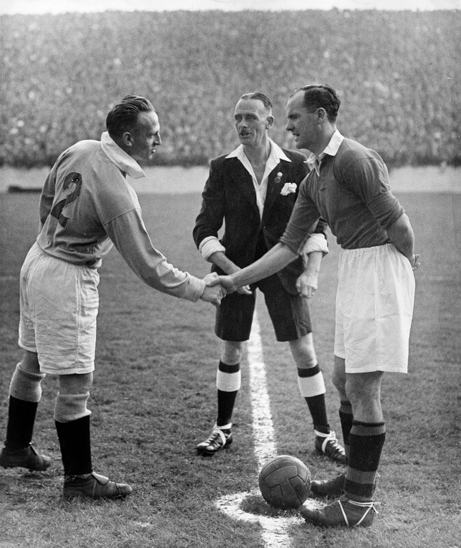 Johnny Carey and Bert Sproston shaking hands