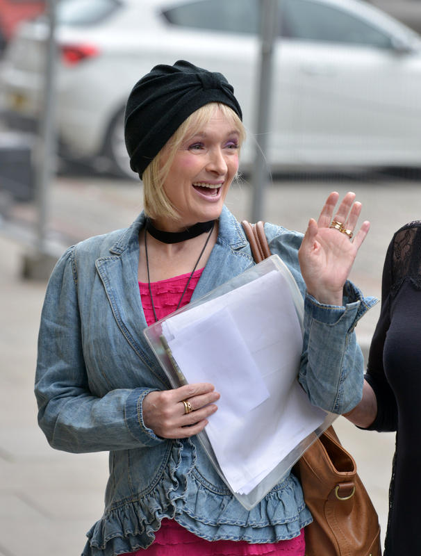 Caroline Aherne supports cancer campaign