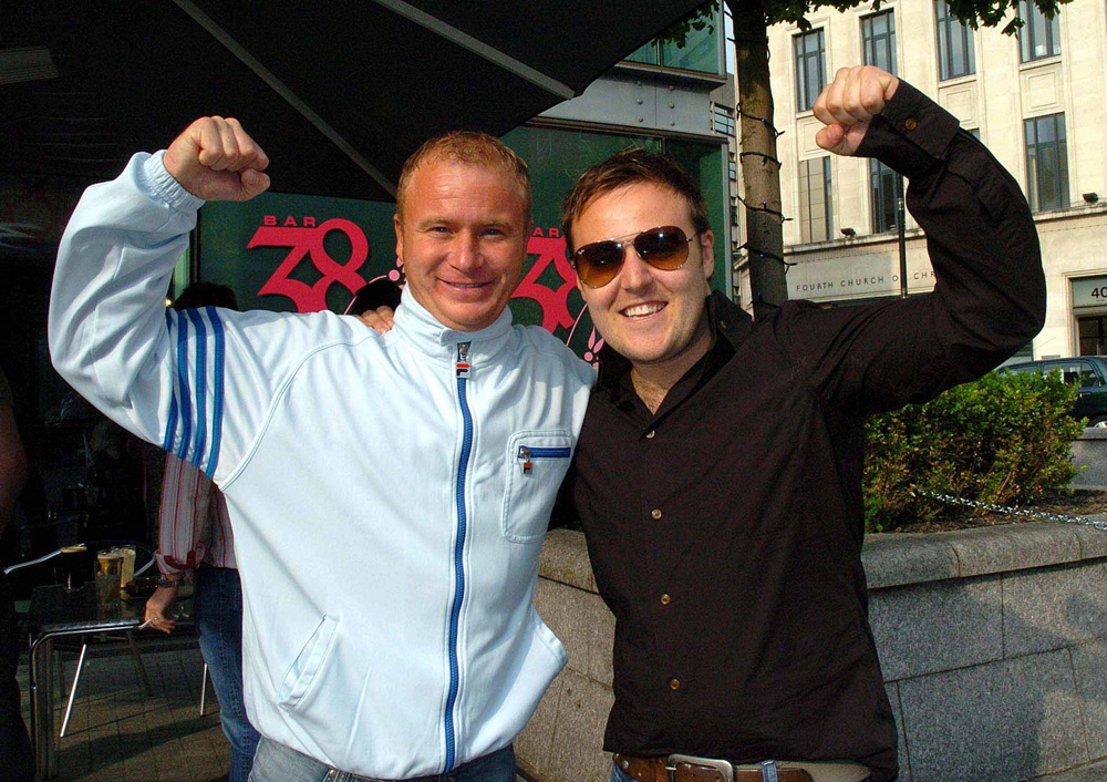 Coronation Street stars Steven Arnold and Alan Halsall head to the pub to watch the 2008 final
