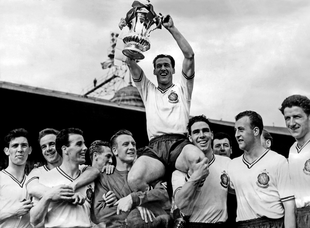 Nat Lofthouse and the victorious Bolton Wanderers team with the 1958 FA Cup