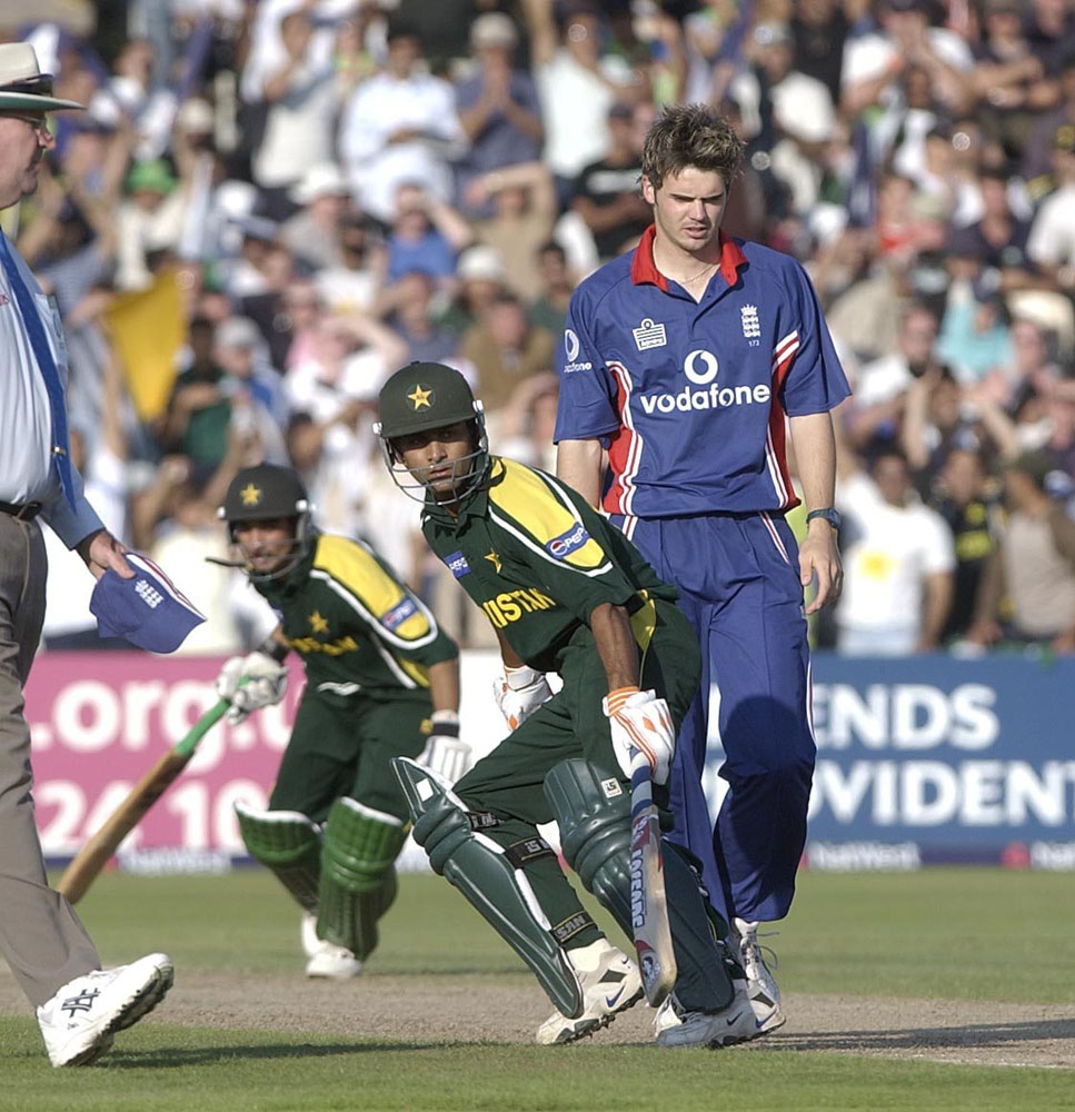 Imran Nazir and Mohammad Hafeez take runs off England bowler James Anderson, June 2003