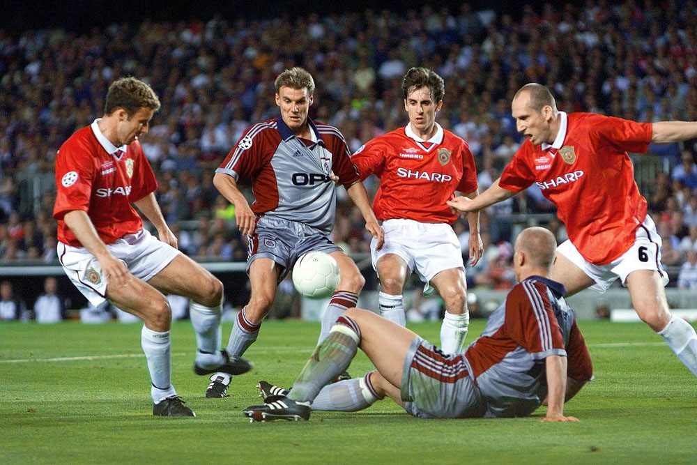Ronny Johnsen, Gary Neville and Jaap Stam close down Bayern Munich's Carsten Jancker, May 1999
