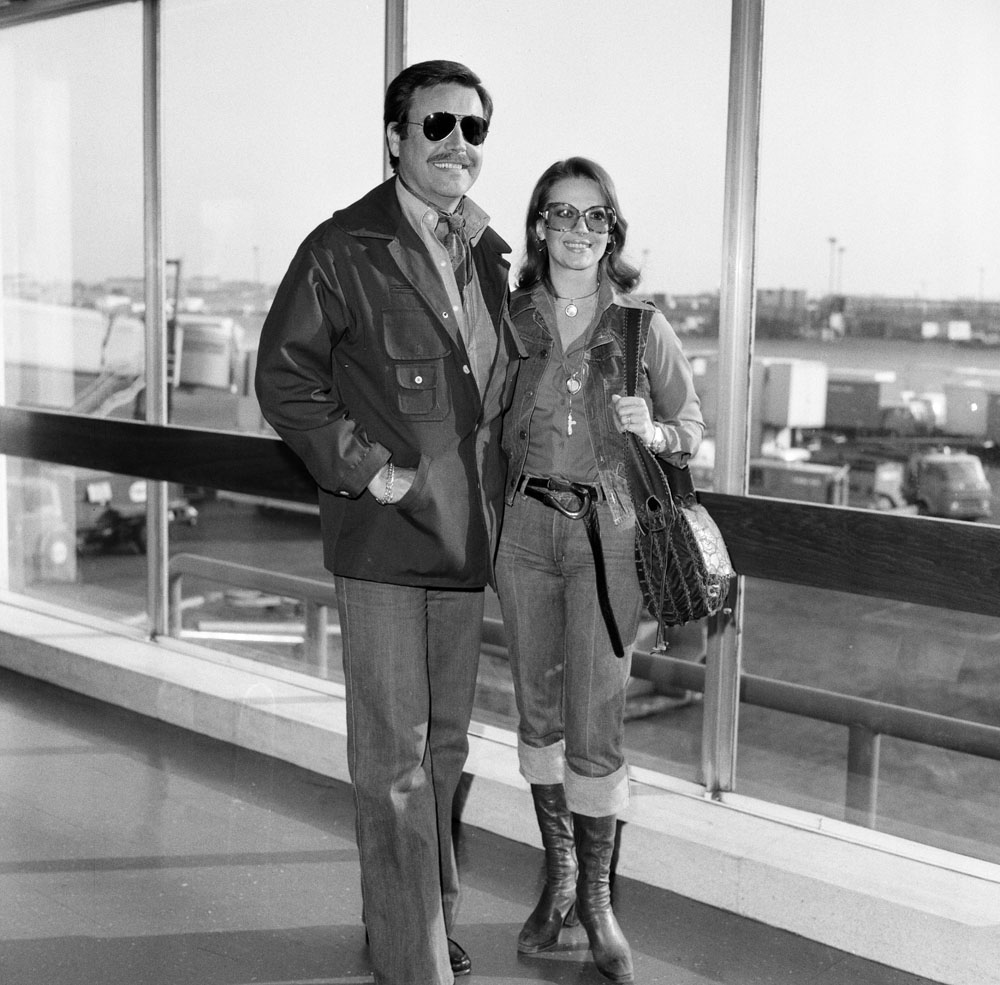 Robert Wagner and Natalie Wood fly into the UK for Granada TV's Laurence Olivier Presents, April 1976