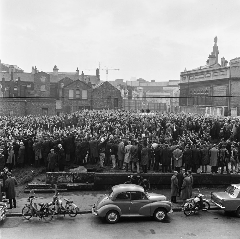 Dockers vote to return to work at a mass meeting in the graveyard opposite the TGWU headquarters in Christian Street, May 1966