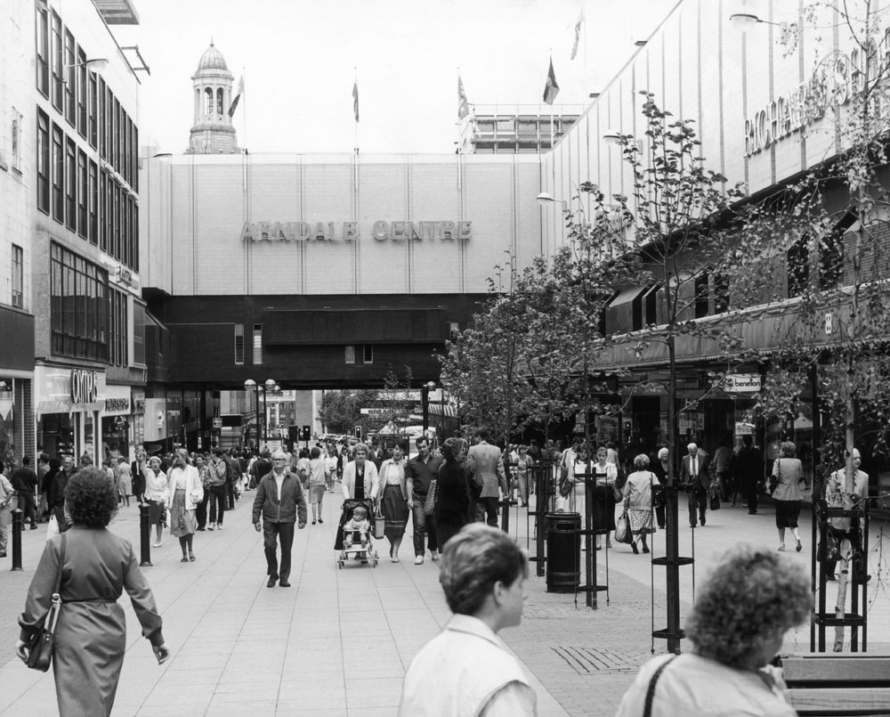 Shoppers in Market Street and the Arndale Centre, December 1986