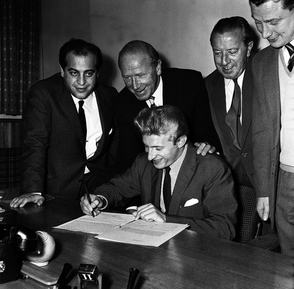 Denis Law signs for Manchester United