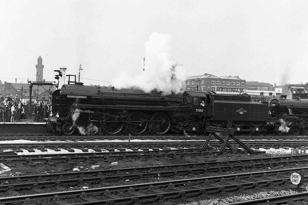 70013 Oliver Cromwell and 44781 at Manchester Victoria on Sunday 4 August 1968 with a special to Carnforth.