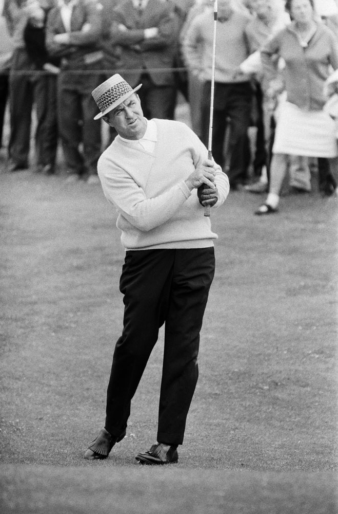 Sam Snead reflects on a tricky shot at the British Open, July 1965