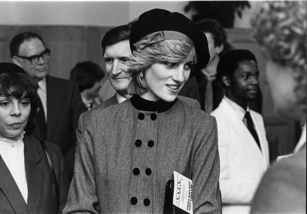 Youngsters from the Speke Amateur Dramatics Society meet Princess Diana, December 1982
