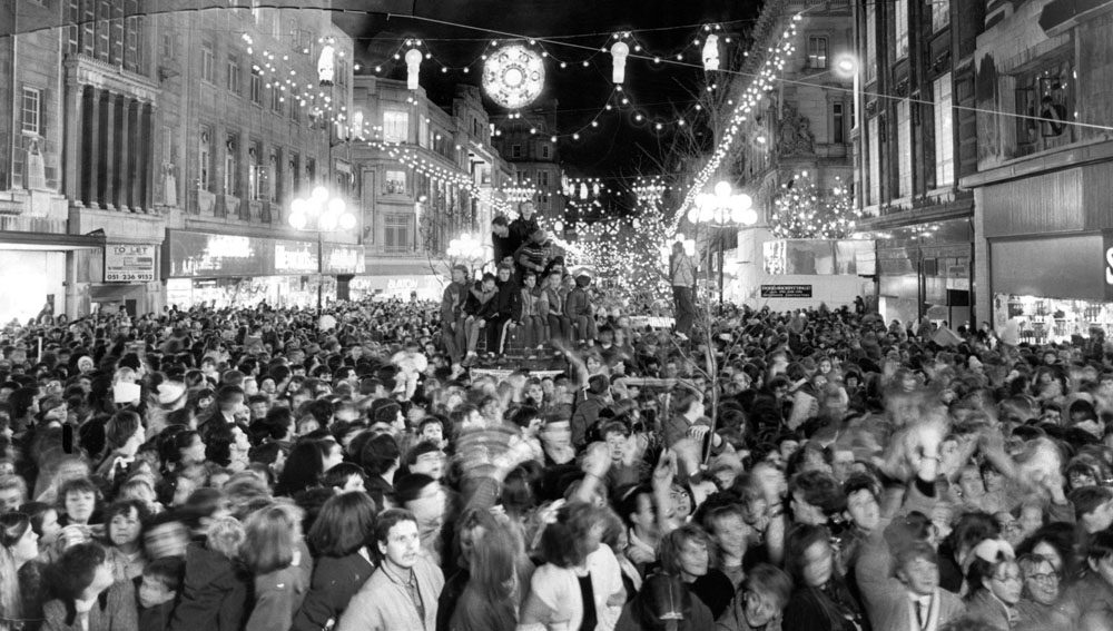 Crowds pack Church Street to see the Christmas decorations, November 1986