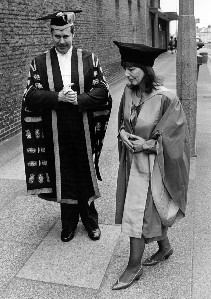 Beryl Bainbridge with University of Liverpool vice chancellor Professor Graeme Davies, July 1986