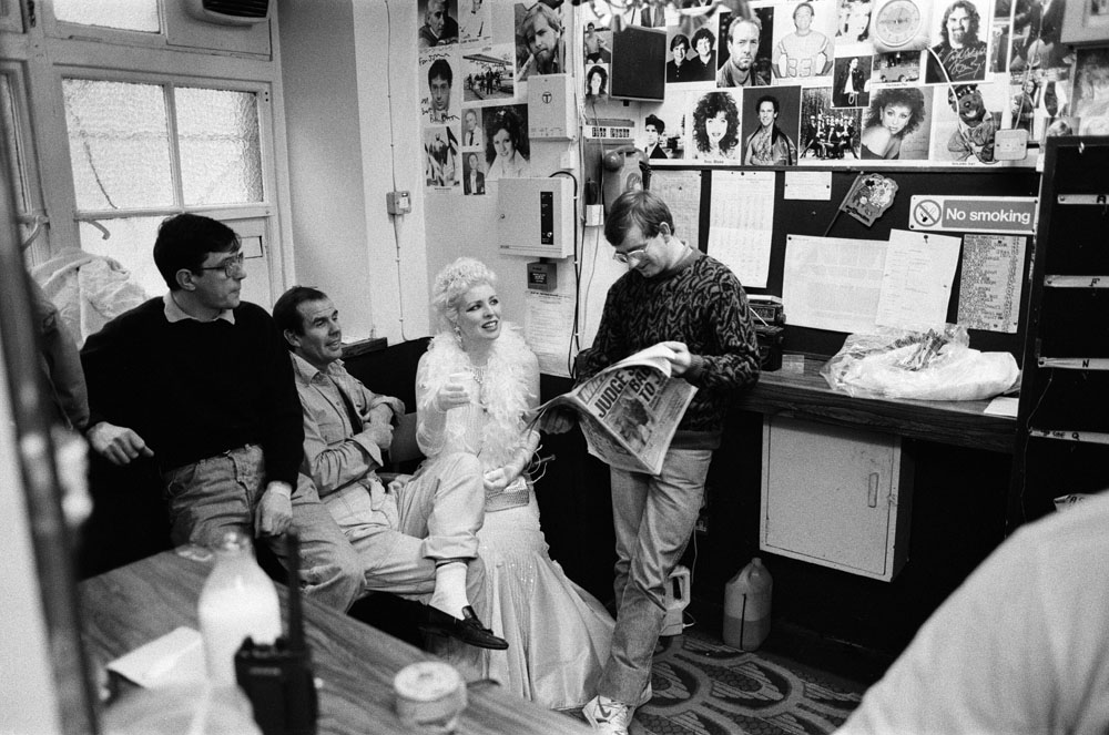 Liverpool actress Margi Clarke backstage with the crew of Cinderella, January 1990