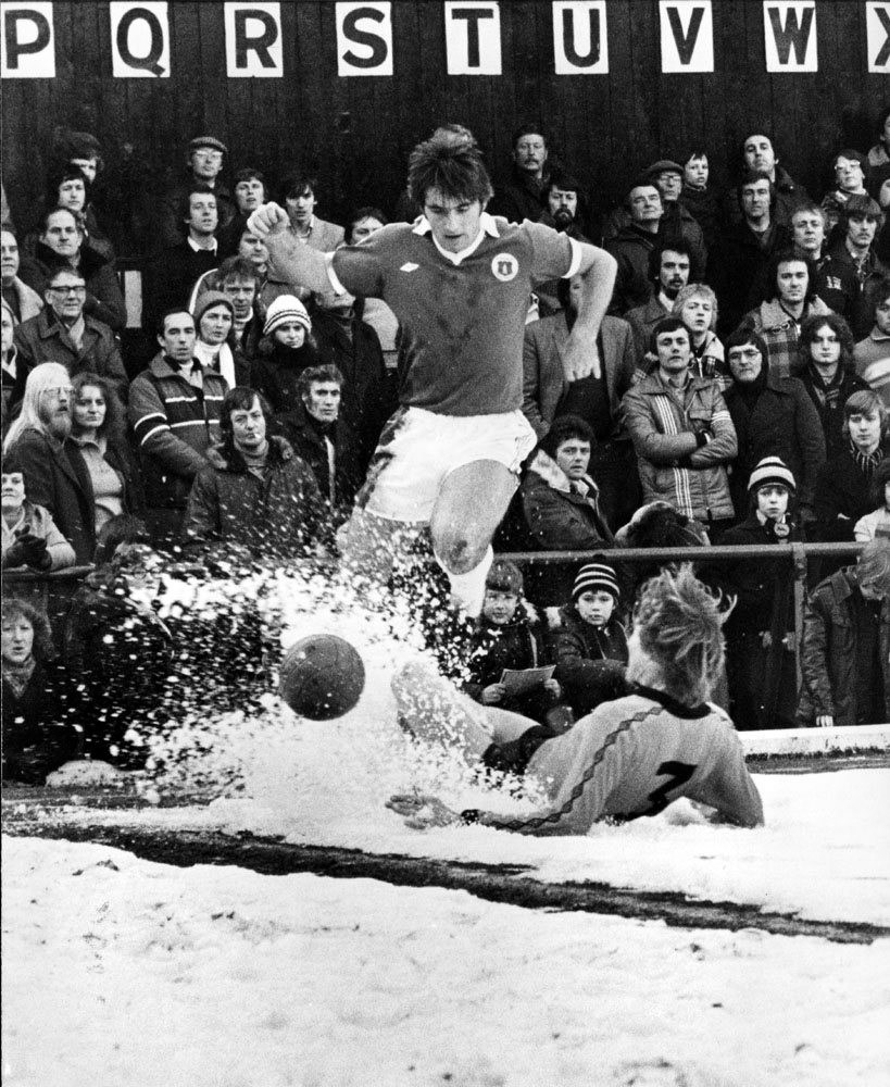 Bob Latchford braves the cold as Everton tackle Wolves at Molineux, February 1979