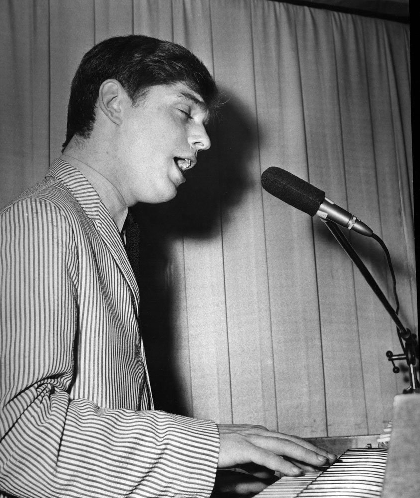 Early days at the piano – Georgie Fame on stage in January 1965