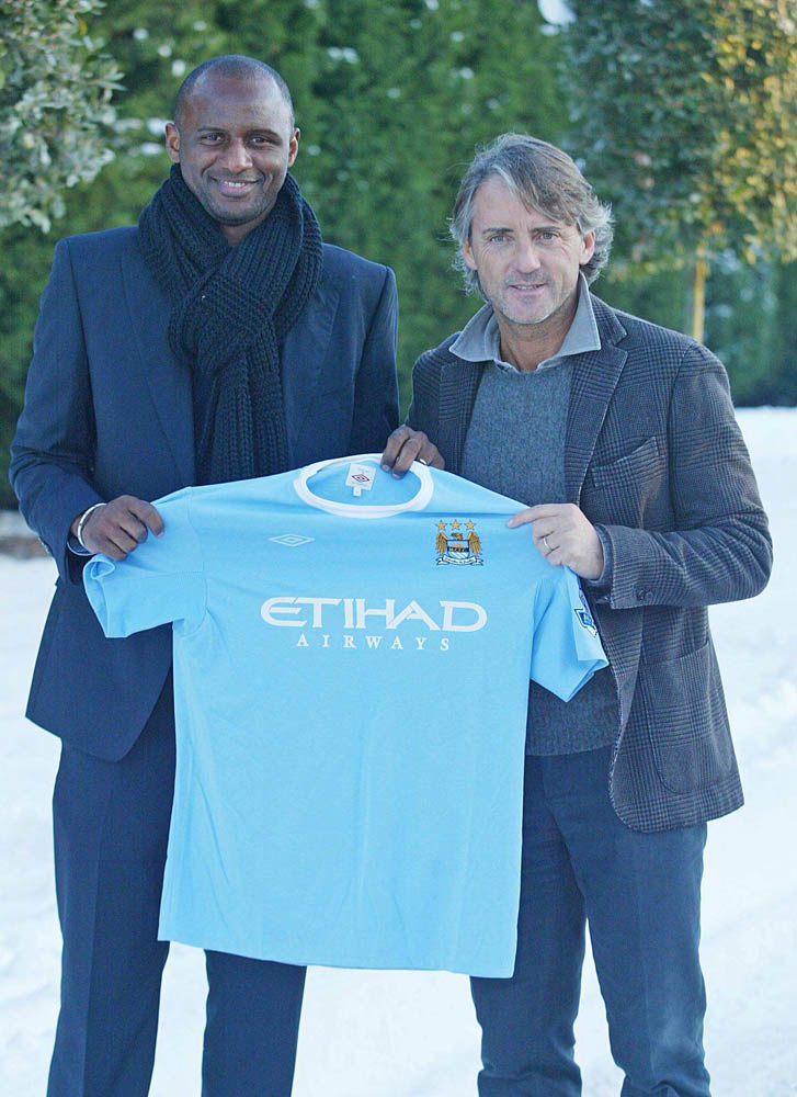 Patrick Vieira signs for City with manager Roberto Mancini, January 2010