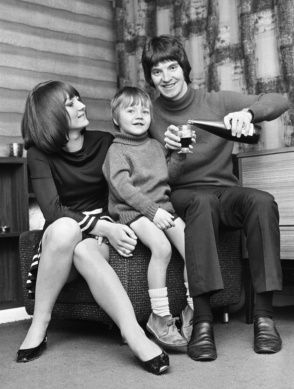 Terry Sylvester, with wife Lynda and son Paul, celebrates joining The Hollies in January 1969