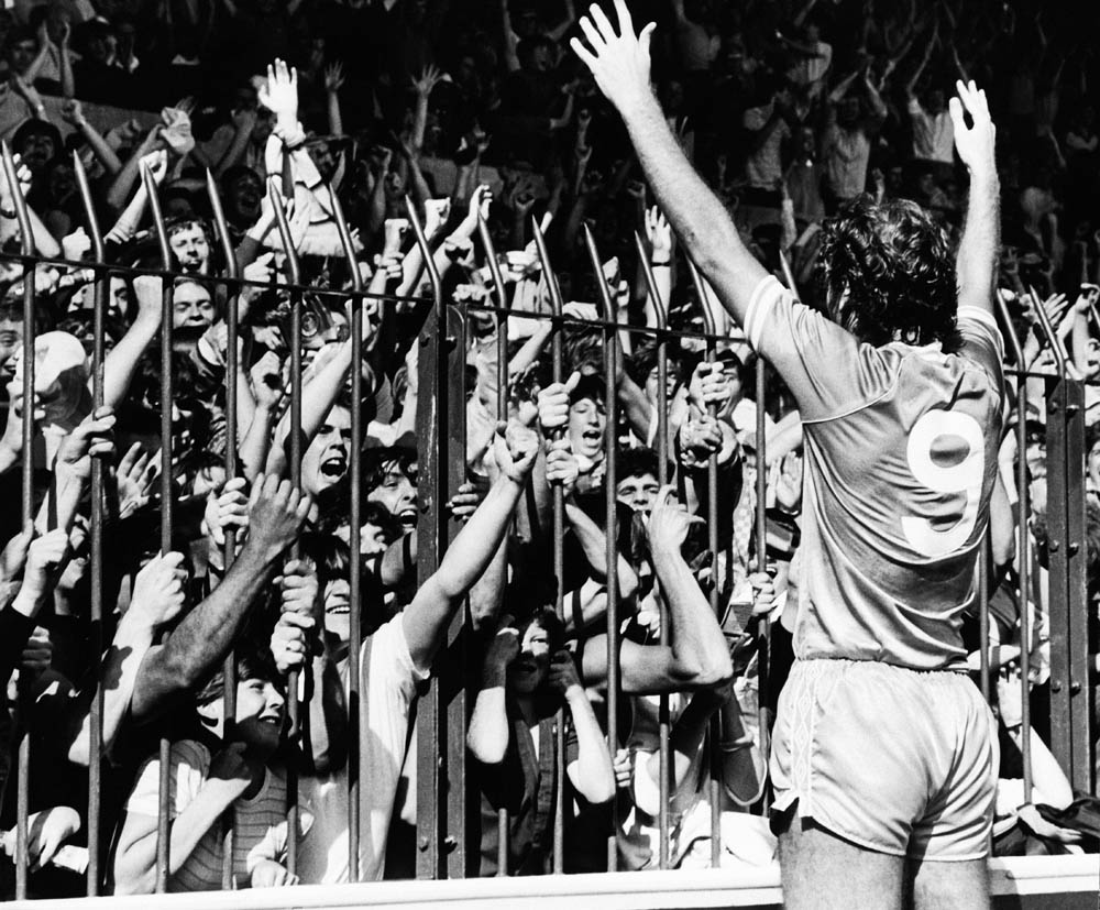 New signing Trevor Francis salutes City fans, January 1981