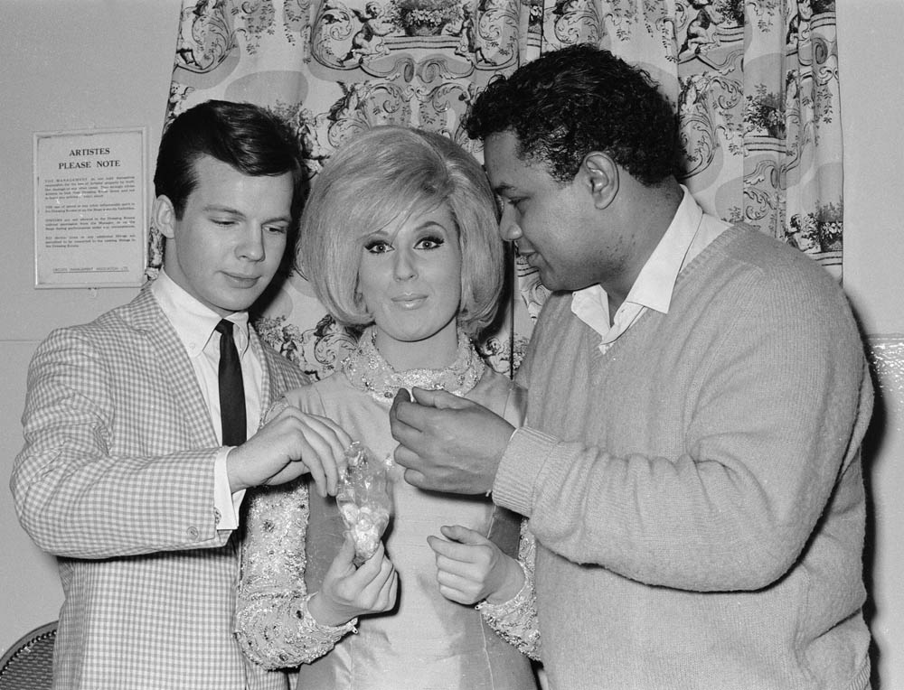 Bobby Vee, Dusty Springfield and Big Dee Irwin share sweets at the Manchester Odeon, March 1964