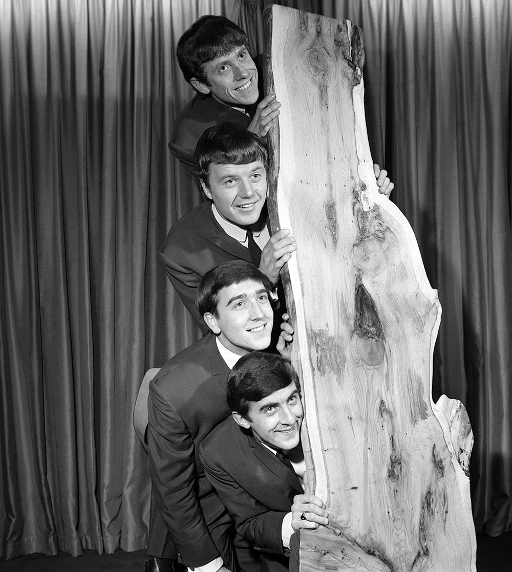 Ray and Ralph Ennis, top, Les Braid and Norman Kuhlke of The Swinging Blue Jeans, January 1964