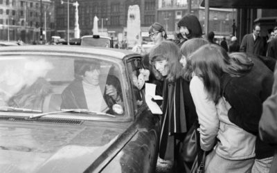 Keith Richards Mobbed by Fans