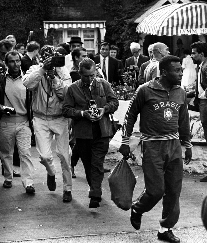 Photographers surround Pele at the Lymm Hotel, July 1966