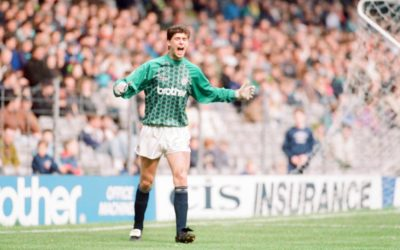 Niall Quinn steps in as goalie at Maine Road