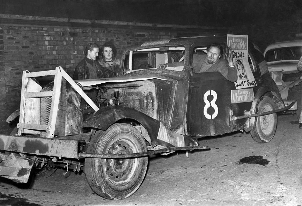 Highly popular stock car racing arrives at Belle Vue, August 1954