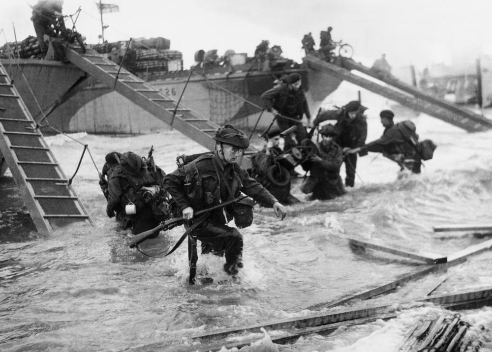 Troops wade ashore under heavy fire at Juno beach, June 1944