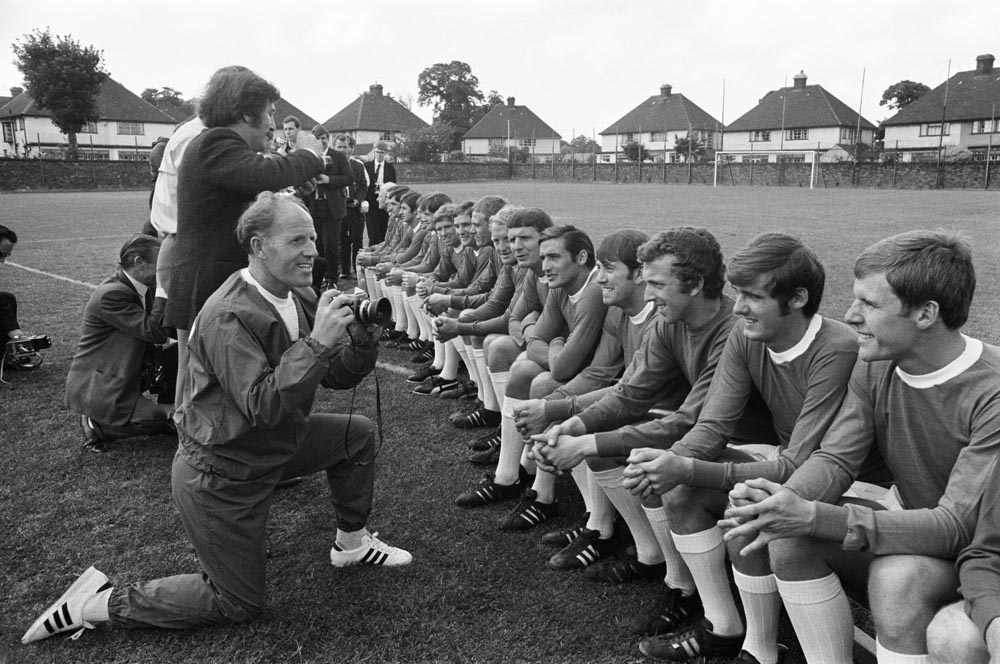 Trainer Wilf Dixon takes his own snapshots of the Everton team, July 1969