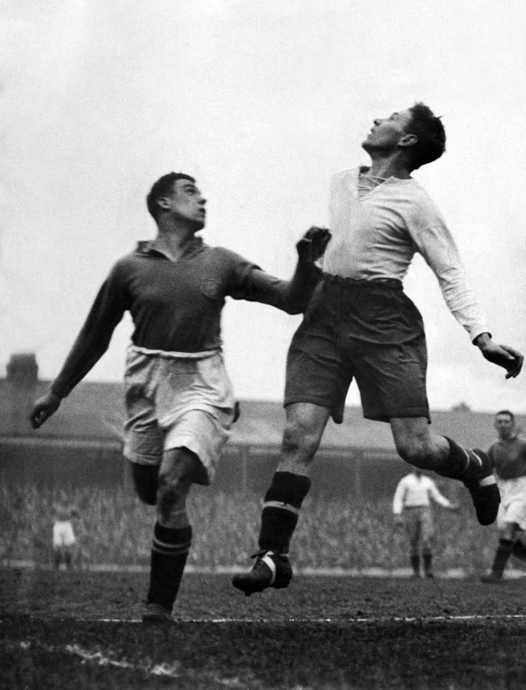 Bury defender Tom Bradshaw battles Everton legend Dixie Dean, April 1928