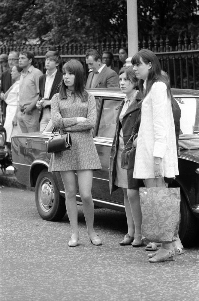 Fans mourn outside Brian Epstein's London home, August 1967