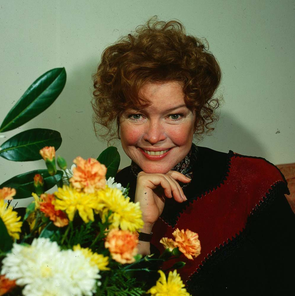 Ellen Burstyn starred in the Broadway production of Shirley Valentine, March 1983