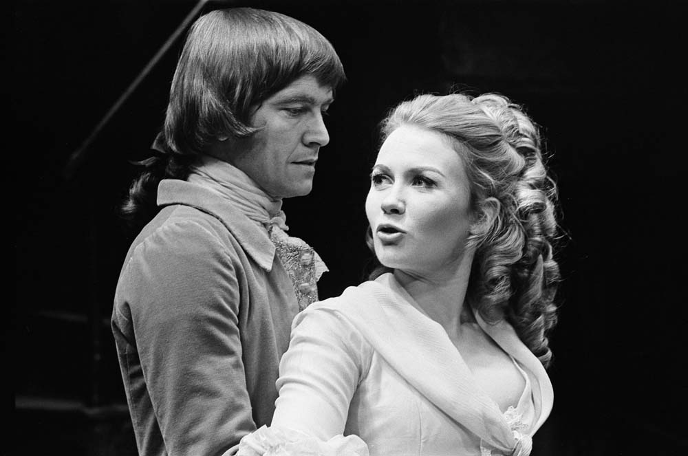 Juliet Mills and Tom Courtenay on stage in She Stoops to Conquer, May 1969