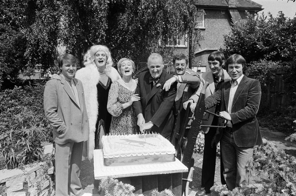 Cast line-up of TV series Fox with Bernard Hill third right, July 1979