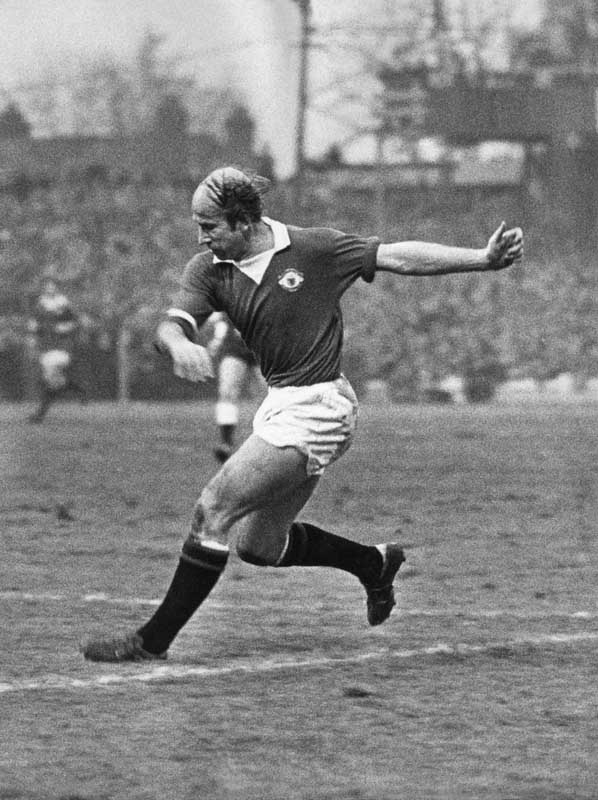 Bobby Charlton in action against Wolverhampton Wanderers, September 1972