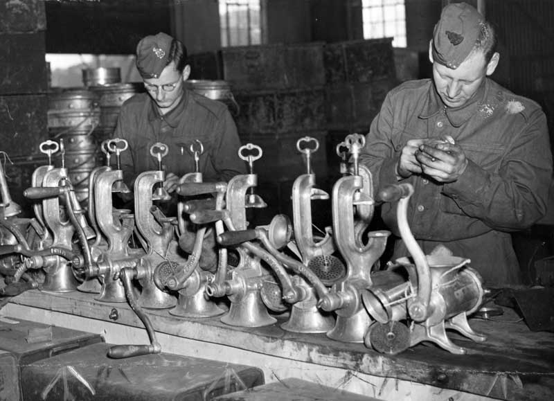Men from the Royal Electrical and Mechanical Engineers repair mincing machines, September 1942
