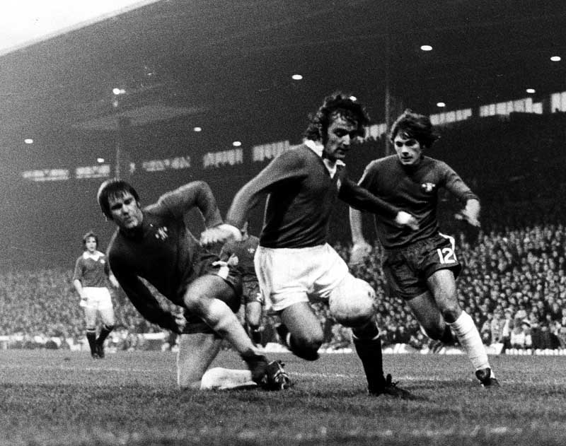Lou Macari, now a United player, eludes Chelsea defender David Webb, November 1973