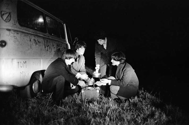 The Kinks camp out at the side of the road…
