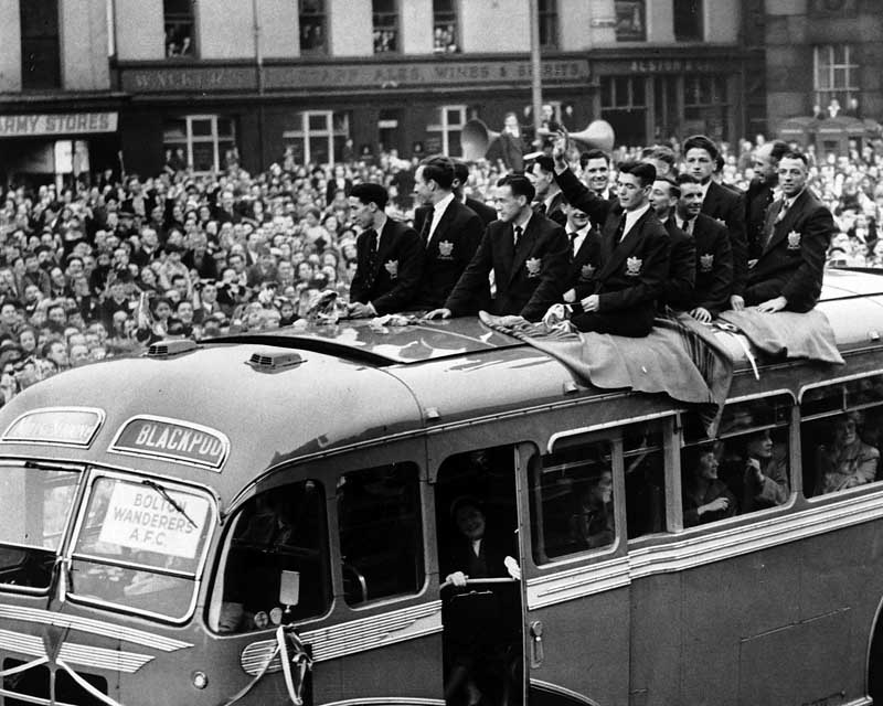 Beaten FA Cup finalists Bolton return from Wembley in style, May 1953