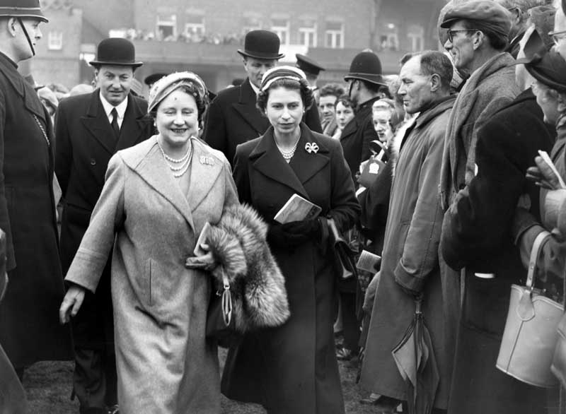 The Queen at Aintree