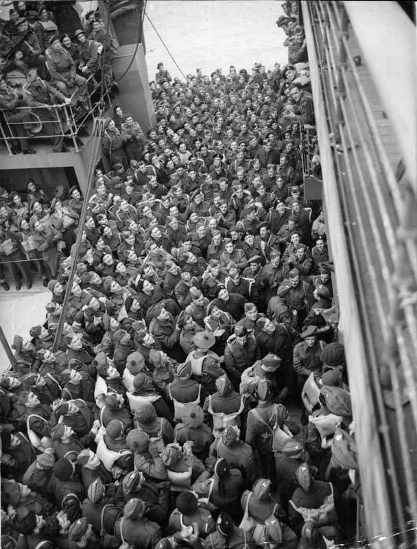 Canadian troops arrive in Britain, where they were welcomed by Admiral Bromley and General Sir Robert Gordon Findlayson.   27th November 1941
