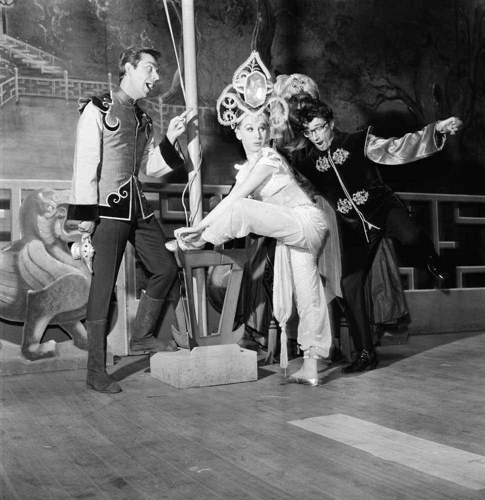 Des O'Connor, Freddie Garrity and Mary Hewing as the genie in Aladdin, December 1965