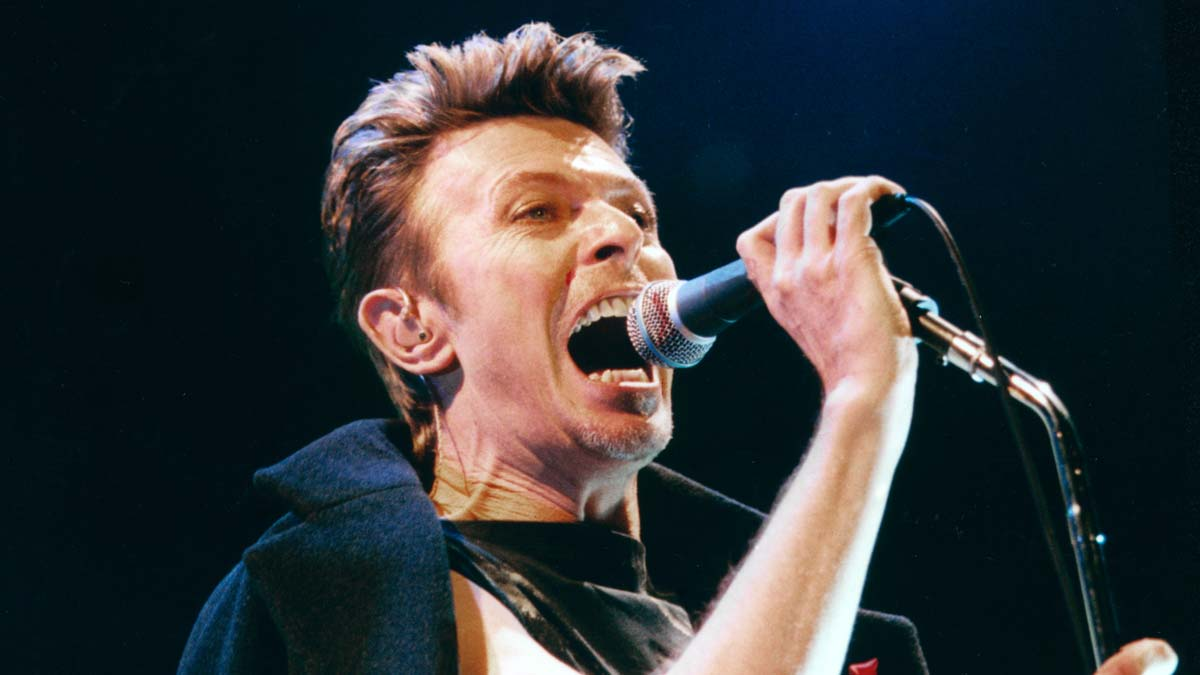 Bowie enthrals fans at NYNEX