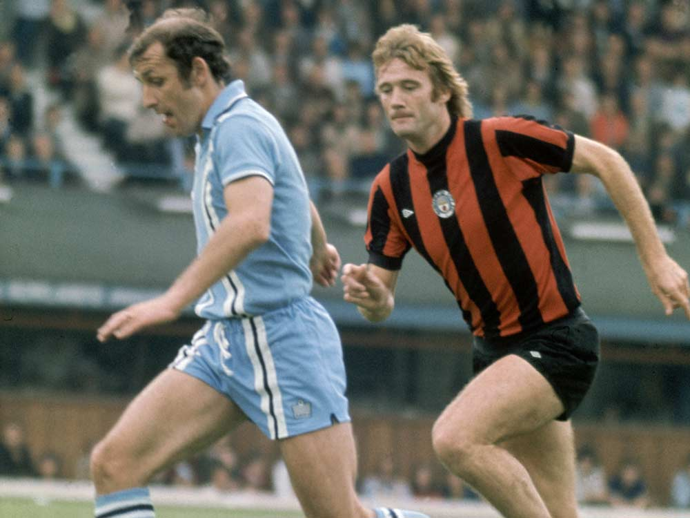 Rodney Marsh closes down Coventry defender