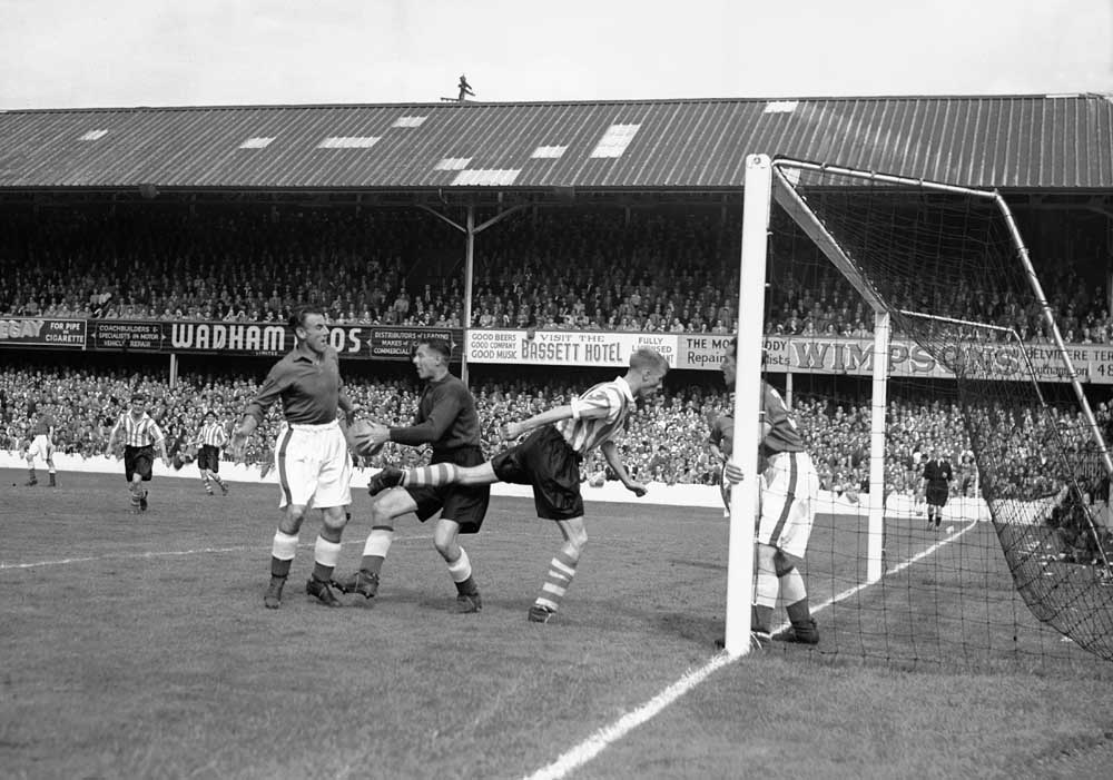 Ted Sagar defends his goal against Southampton at the Dell, August 1951