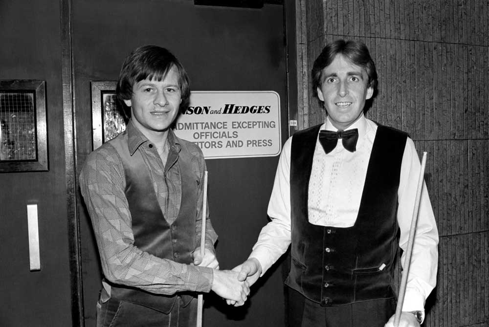 Terry Griffiths, right, prepares to play Alex Higgins, February 1981
